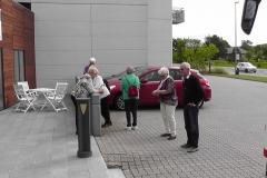 Efter ankomsten til hotellet var der rundtur i Sæby. Vi venter på afgang